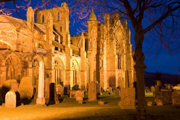 Scotland, Scottish Borders, Melrose. The magnificent ruins of the Melrose Abbey, considered to be the final resting place of the heart of Robert the Bruce