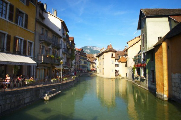 France, Rhne-Alpes, Annecy Street cafe / restuarant situated on the Thiou Canal running through the heart of the town of Annecy